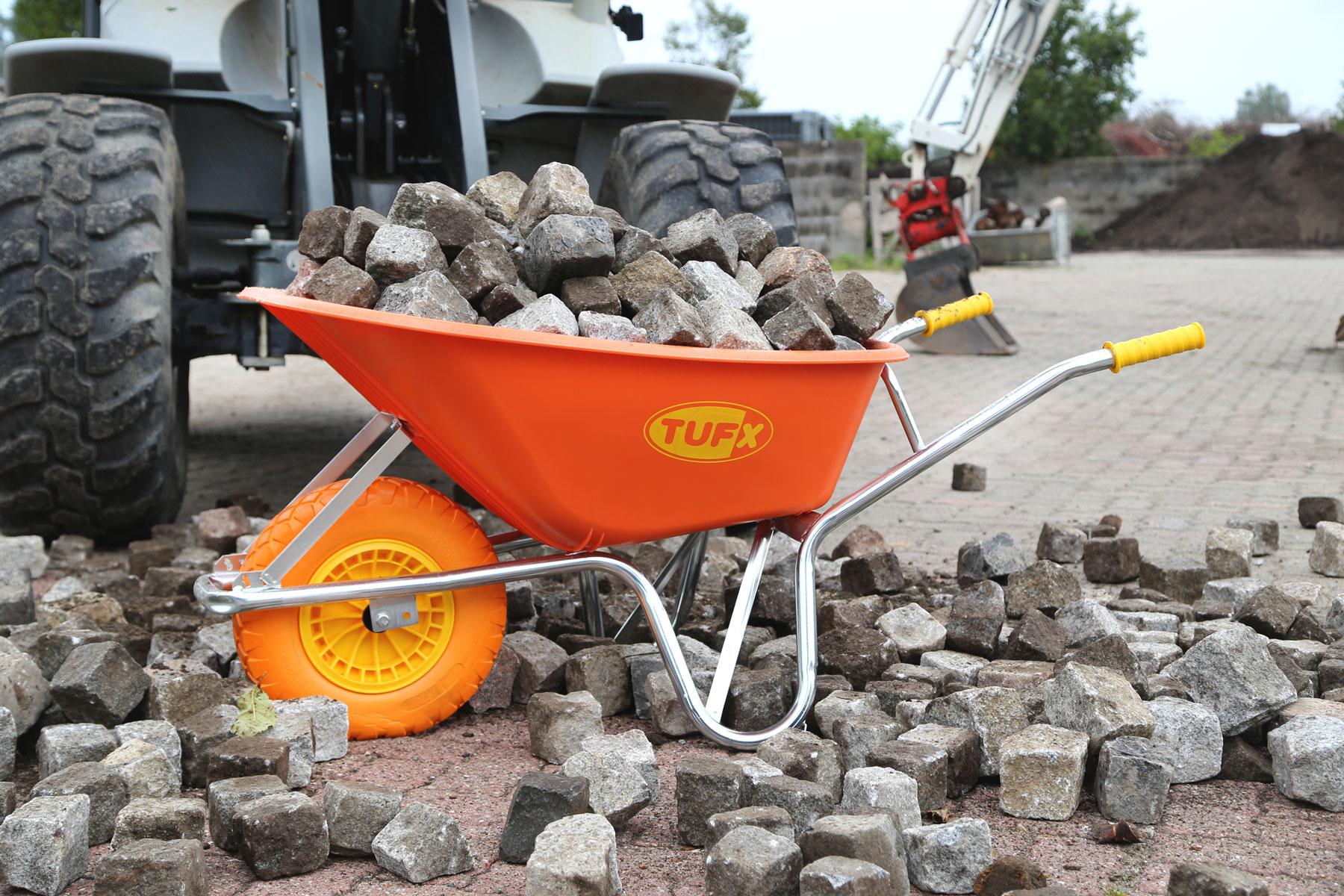 TUFX mit einer Ladung Pflastersteinen